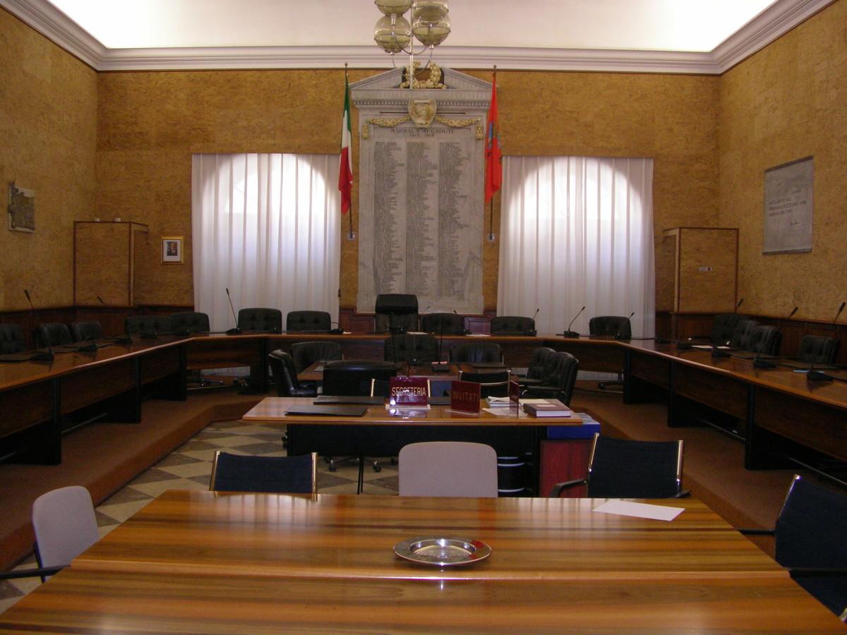 Consiglio comunale, Sturiano bacchetta la consigliera Licari (che però era assente)
