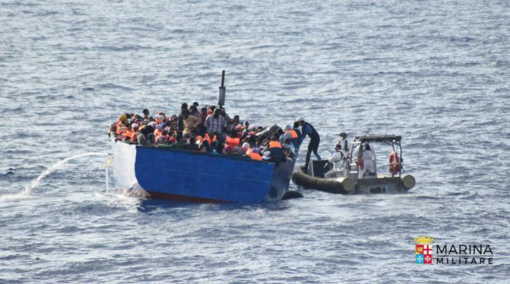 Lampedusa, barcone di migranti si ribalta durante i soccorsi
