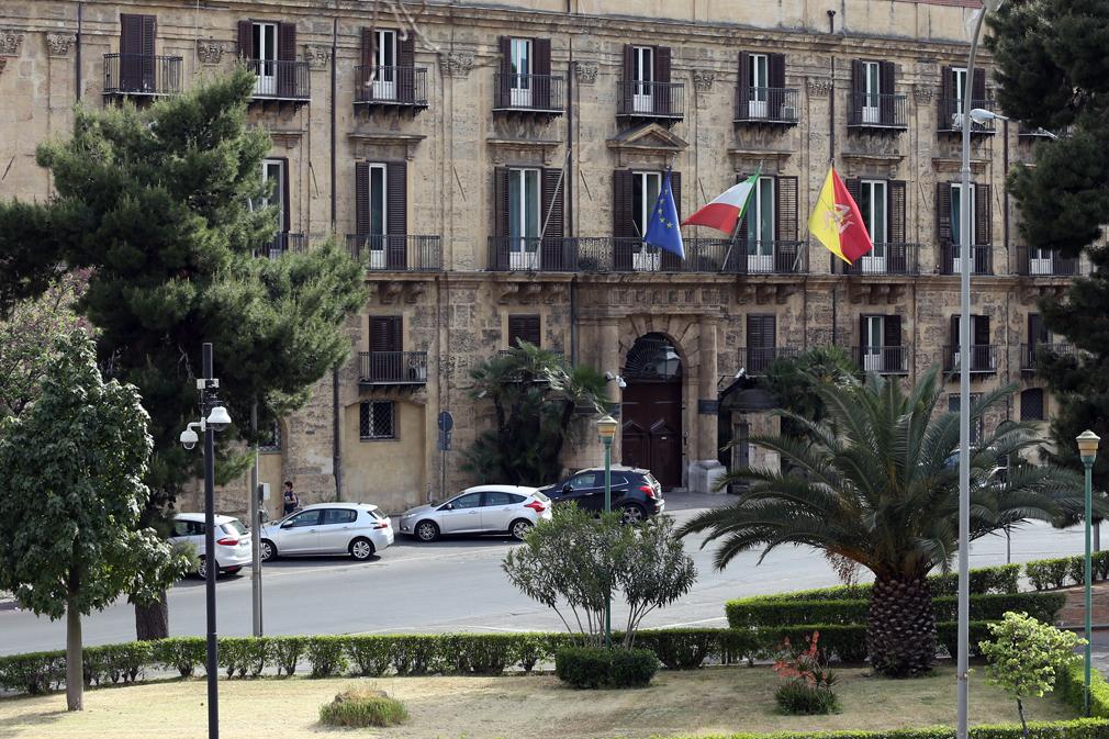Sicilia, finanziaria: maggioranza a pezzi, duro sfogo di Micciché e Musumeci