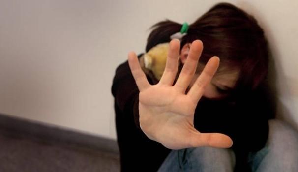 Violenza sessuale su minore. Arrestati ex direttrice e bidello di una scuola marsalese