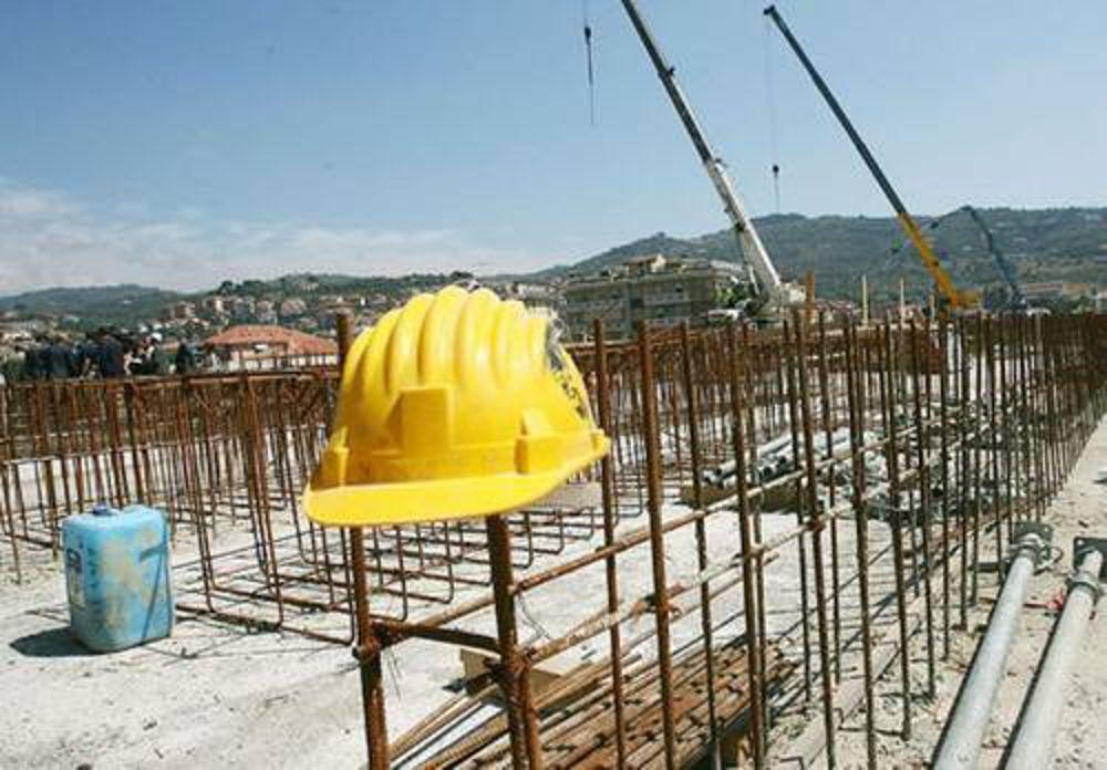 Ambiente, Sicilia terza regione di cemento. Trentaduemila abusi edilizi