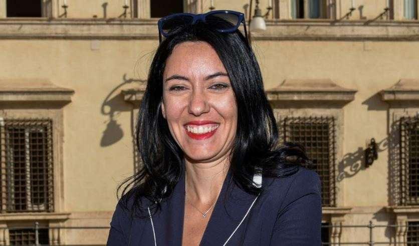 """La ministra Azzolina: """"Gli studenti non sono imbuti da riempire"""". Il video ironico diventa virale"""