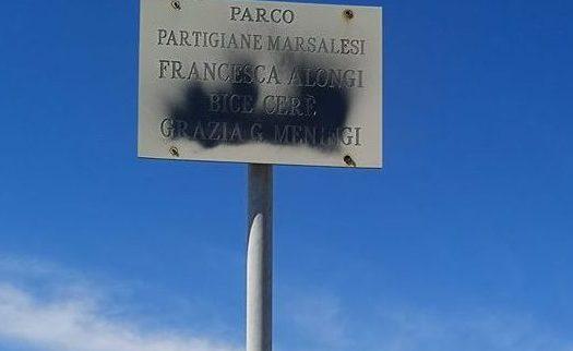 Al Parco del Lungomare Boeo cancellati i nomi delle partigiane marsalesi