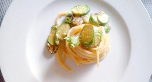 La carbonara vegetariana con zucchine e menta
