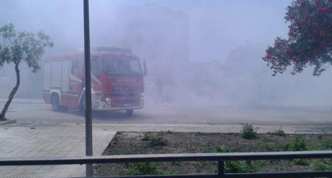 Fiamme in un terreno a Sappusi, sul posto i pompieri