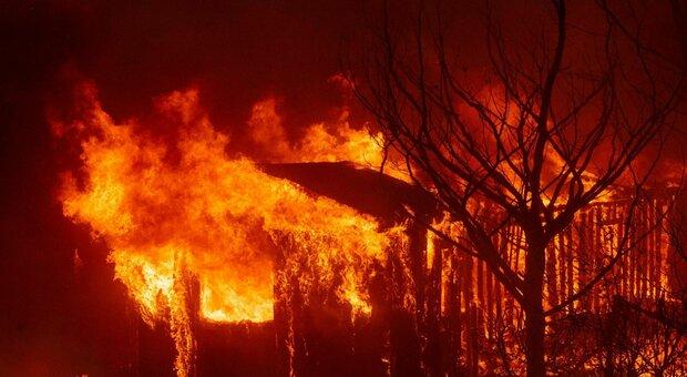 L'Inferno Californiano: le fiamme che stanno devastando la West Coast