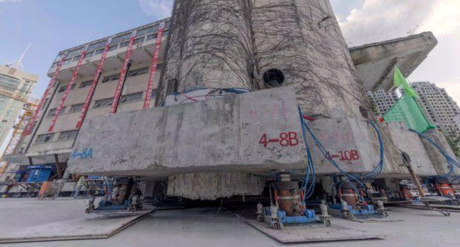 Shangai: una scuola si sposta grazie a delle gambe robotiche (VIDEO)
