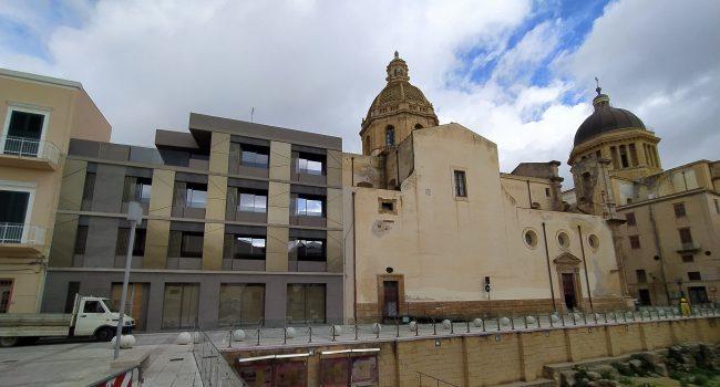 Fa discutere il nuovo palazzo nel centro di Marsala: avviata un'attività di indagine