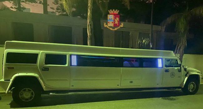 Limousine trasformata in discoteca per festeggiare un compleanno. In 8 multati