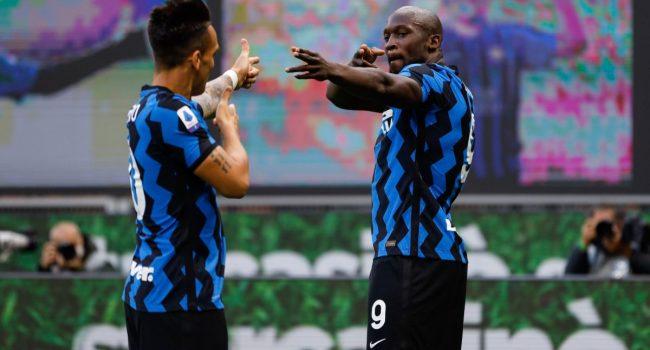 Lukaku-Martinez firmano la decima vittoria Inter, Sassuolo battuto 2-1